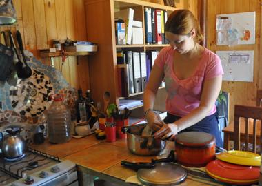 mba student washing dishes