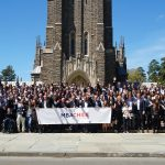 Approximately 100 MBA Chile conference attendees posing for a group photo