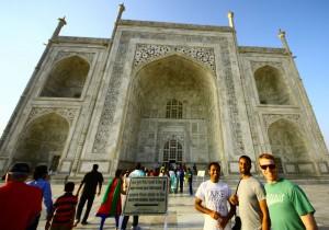Duke Fuqua Cross Continent MBA Students at the Taj Mahal